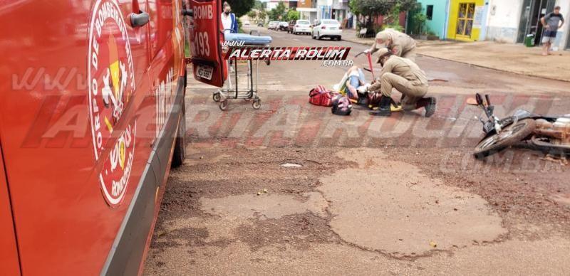 Jovem fratura perna durante colisão entre moto e caminhonete no Bairro Planalto, em Rolim de Moura – Vídeo