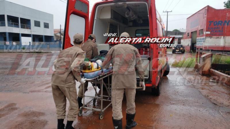 Motociclista sofre fratura exposta na perna ao ser atingido por carro, em Rolim de Moura - Vídeo