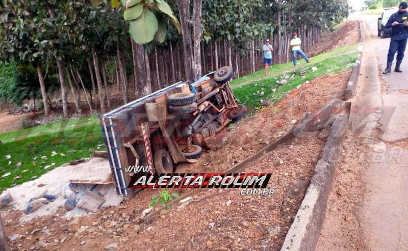 Veículo dos Correios se envolve em acidente, após ser atingido por caminhão, na RO-490, em Alto Alegre dos Parecis