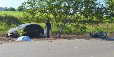 Acidente envolvendo dois automóveis e uma motocicleta deixa uma vítima fatal, em Jaru