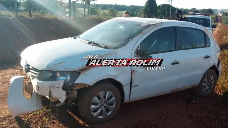 Automóvel capota na Zona Rural de Rolim de Moura; o carro era ocupado por mãe e filho, que saíram ilesos do acidente