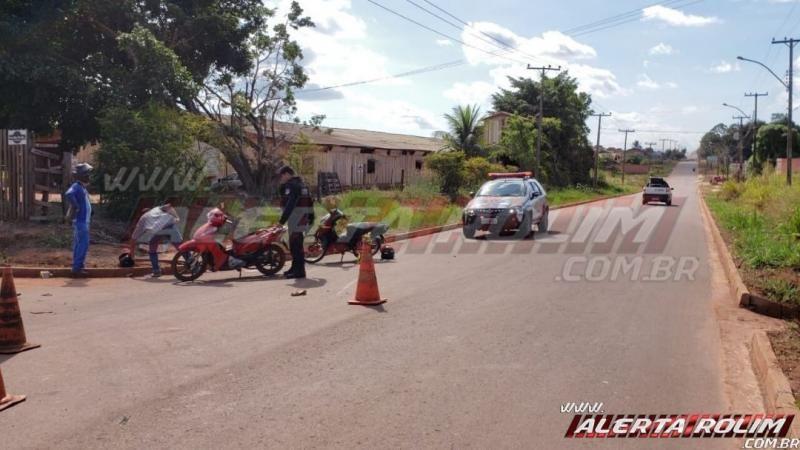 Colisão entre motos na Rua Parnaíba resulta em dois feridos nesta tarde de segunda-feira, em Rolim de Moura – Vídeo