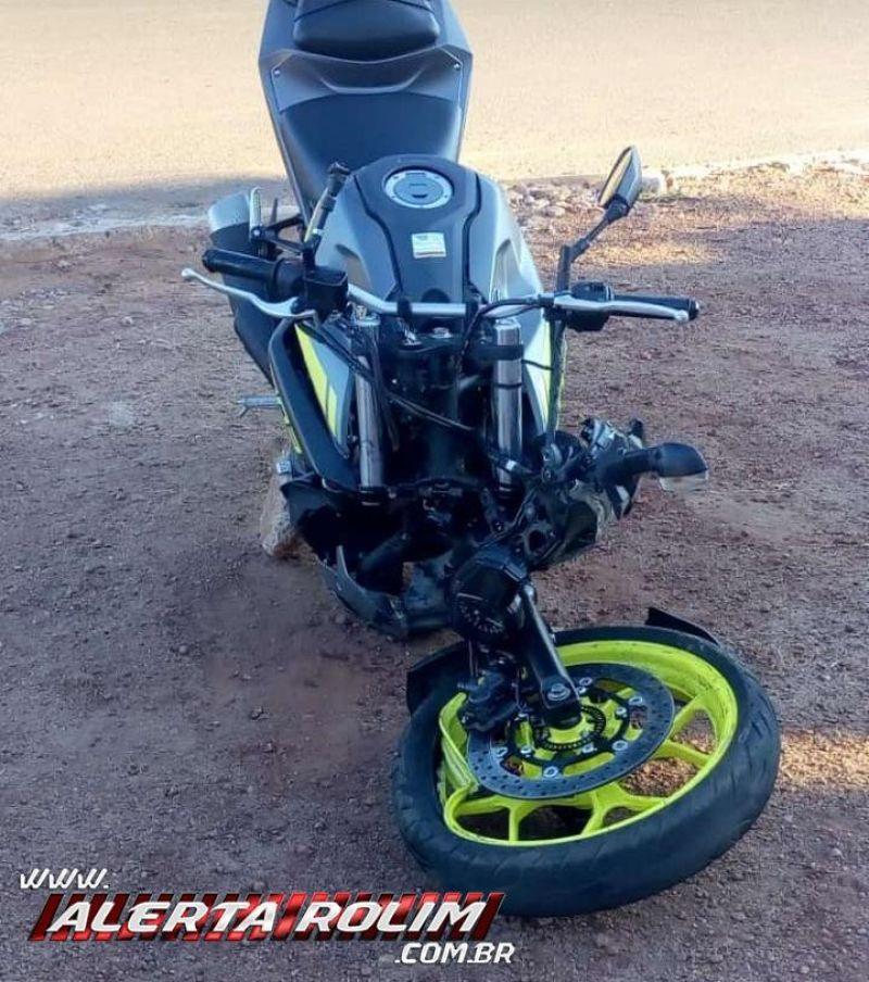 Condutor de moto esportiva fica ferido após bater na traseira de carro no bairro Cidade Alta, em Rolim de Moura – Vídeo