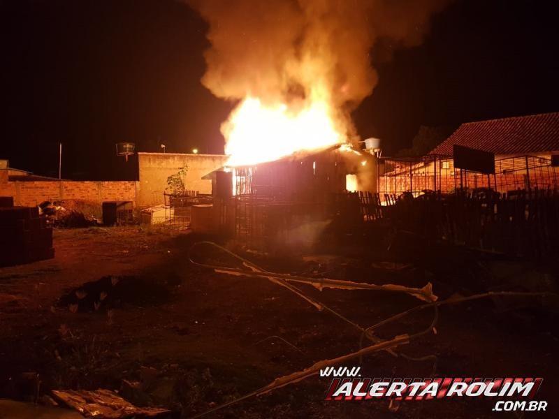 Incêndio destrói Oficina no Bairro Cidade Alta, em Rolim de Moura - Veja o vídeo