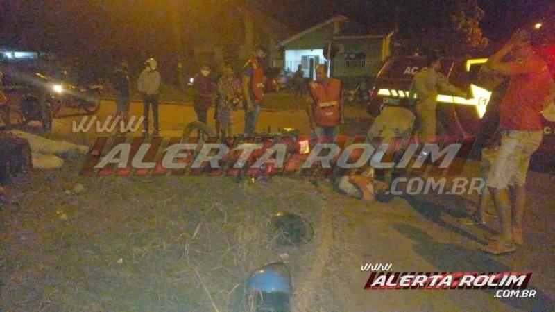 Mototaxista fratura braço e outro motociclista fratura a perna após colisão no Centro de Rolim de Moura – Veja o vídeo
