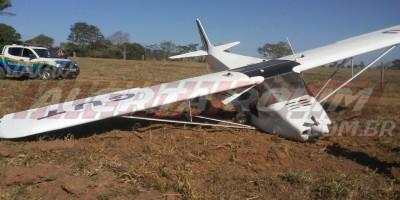ATUALIZADA - Piloto de avião monomotor faz pouso de emergência em propriedade rural, em Migrantinópolis