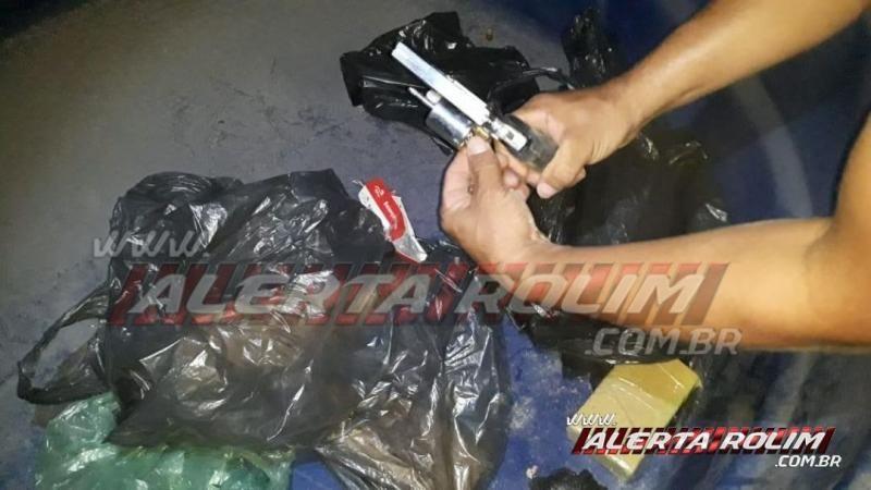 Casal de traficante é preso com quase 3 kg de drogas, arma de fogo e mais de 13 mil reais durante ação entre PM e PC, em Rolim de Moura - Vídeo