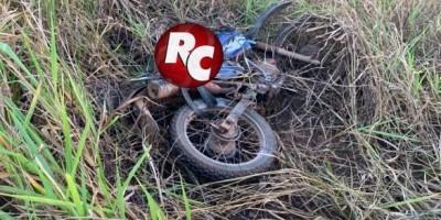 Motociclista morre após colidir com meio-fio na BR-429 em São Francisco do Guaporé.