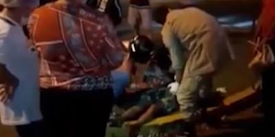 Mulher dá luz no meio da rua com ajuda de motoboy, em Cacoal - Vídeo