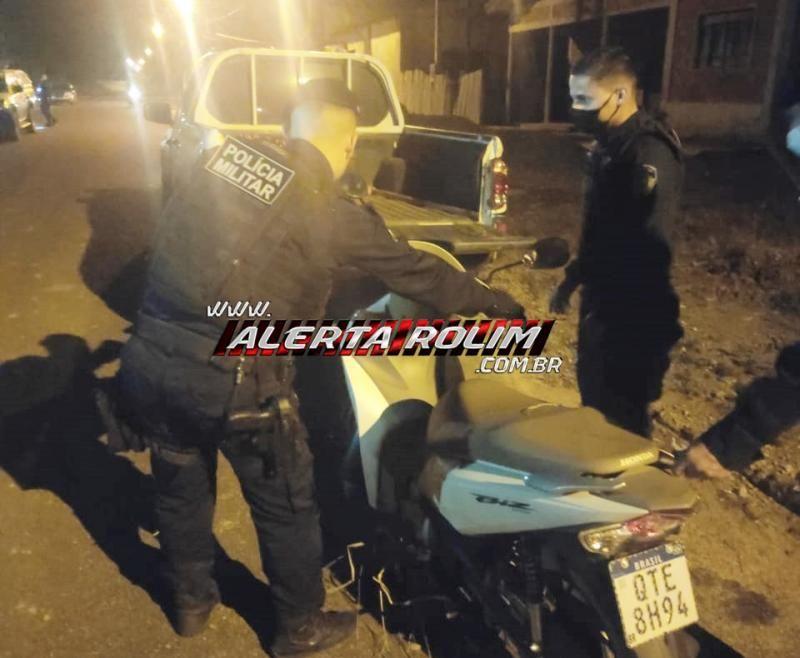 Mulheres vivem momentos de terror ao serem roubadas, em Nova Brasilândia; PM age rápido, prende bandido e recupera moto e celular roubados
