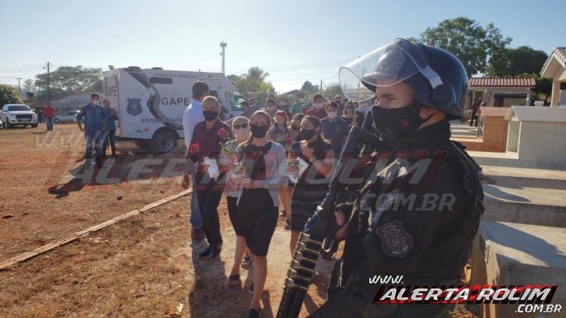 Policial Penal, vítima fatal de acidente em Rolim de Moura é sepultado com honras fúnebres, em Alta Floresta do Oeste - Fotos e Vídeo