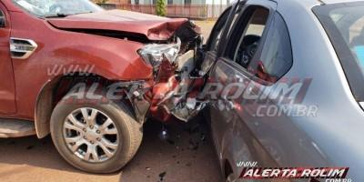 Colisão entre dois carros foi registrada nesta manhã de sexta-feira, em Rolim de Moura  - Video