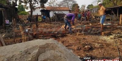 Família pede ajuda para reconstruir casa destruída pelo fogo no bairro centenário em Rolim de Moura