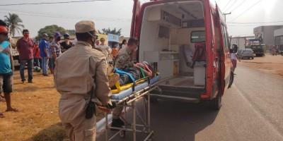 ATUALIZADA - Motociclista é socorrido inconsciente após colidir com carro no Bairro Cidade Alta, em Rolim de Moura