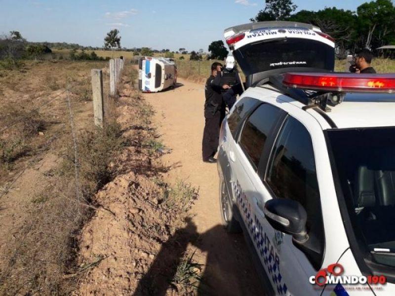 Policiais Penais interceptam sacola contendo celulares e drogas que foram lançados dentro do Presídio, em Jí-Paraná