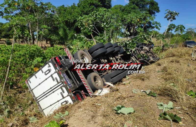 URGENTE - Caminhoneiro de Mato Grosso do Sul vem a óbito, após carreta tombar, na RO-010, em Migrantinópolis