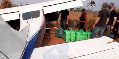 Avião que fez pouso forçado em Cacoal estava carregado com quase meia tonelada de cocaína; o veículo roubado e utilizado na fuga foi encontrado pela PM em Rolim de Moura