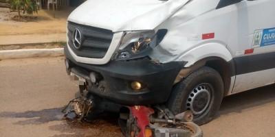 Motociclista morre em acidente envolvendo ambulância da Prefeitura, em Cujubim