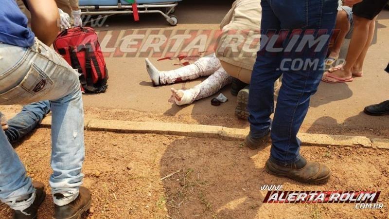 Mulher sofre fratura durante acidente de trânsito entre duas motos na Rua Parnaíba, em Rolim de Moura