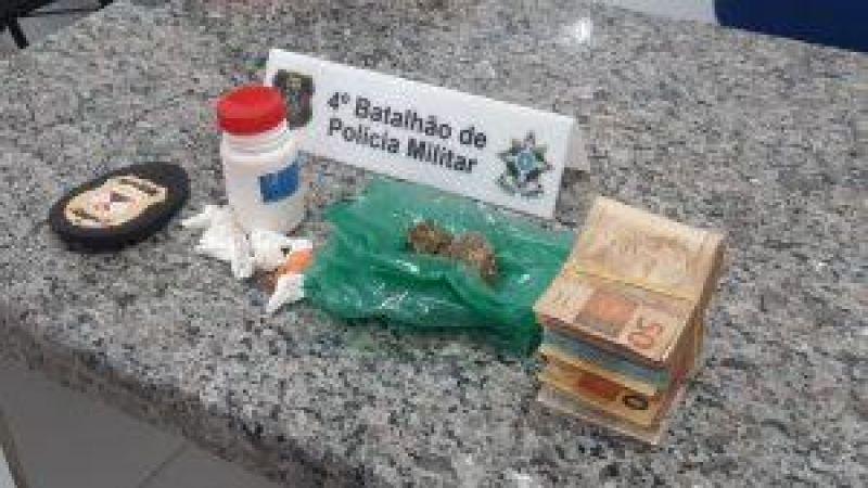 Operação integrada entre Núcleo de inteligência da Polícia Militar e Polícia Civil , resulta na apreensão de drogas e quase 12 mil em dinheiro, em Cacoal