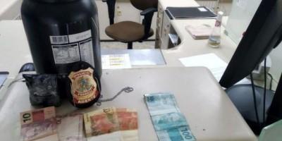 Adolescente tenta despachar cocaína em pote de whey e acaba apreendido nos Correios em Guajará-Mirim
