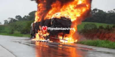 Carreta carregada com calçados é destruída por incêndio, em Ji-Paraná