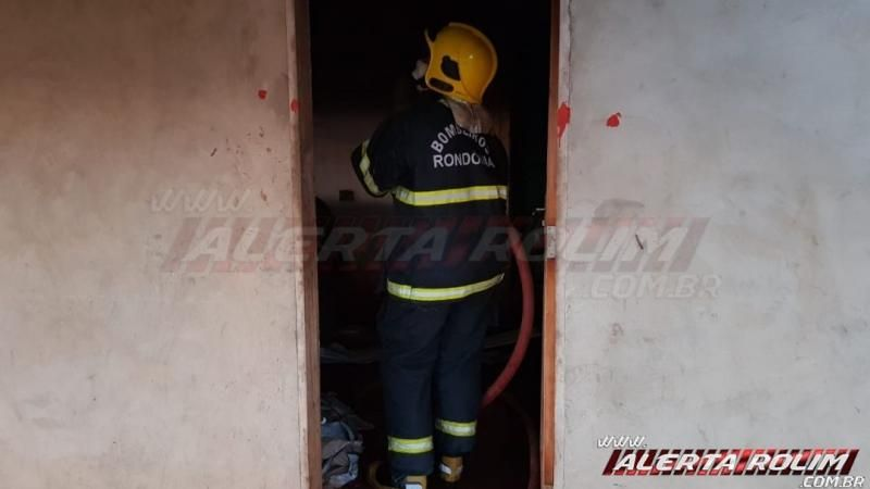 Bombeiros agem rápido e evitam que casa seja tomada pelo fogo em Rolim de Moura