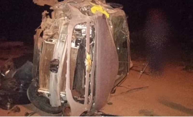 Carro fica destruído após capotar na RO-387, em Pimenta Bueno