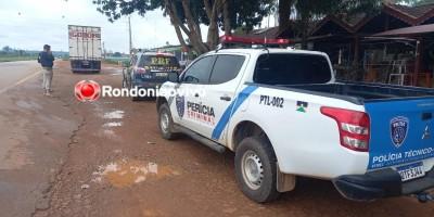 Caminhão capota na BR-364 e mata trabalhadores nesta manhã de terça-feira, em RO - Vídeo