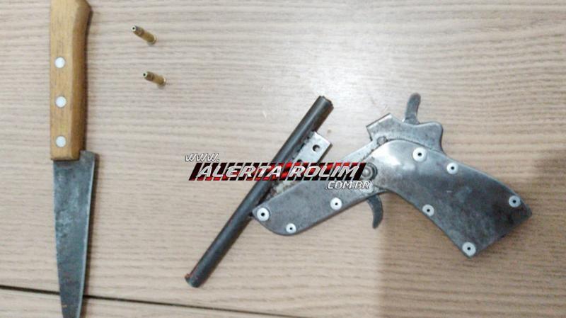Suspeitos de práticas de roubo são presos pela Polícia Militar em Rolim de Moura com arma de fogo e moto adulterada