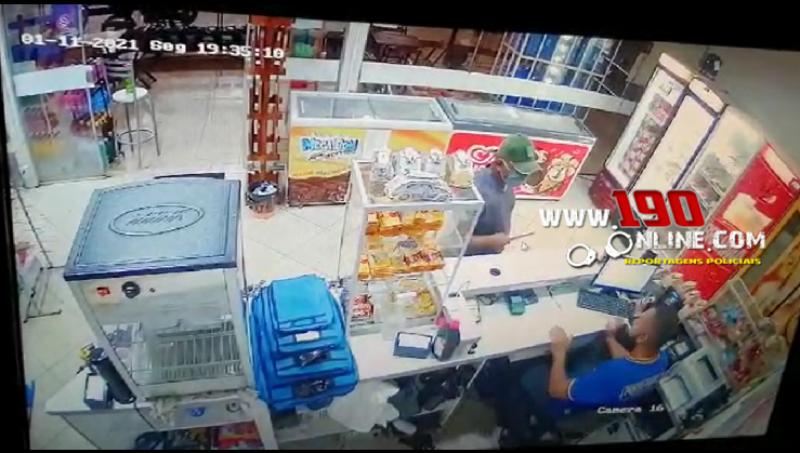 Apenado monitorado por tornozeleira eletrônica é preso após efetuar roubo em posto de combustível, em Alta Floresta - Vídeo