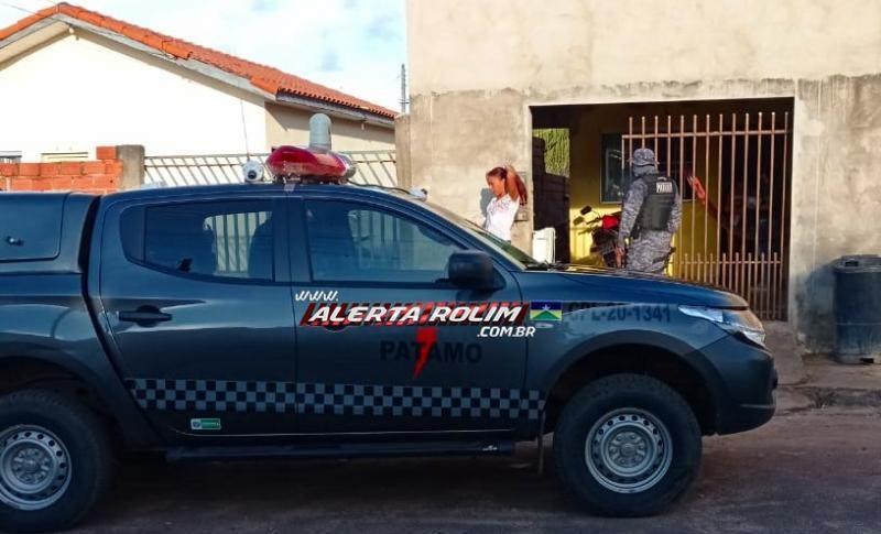 Mulher monitorada por tornozeleira é presa com armas de fogo, durante trabalho em conjunto entre a Polícia Militar e Polícia Civil em Rolim de Moura