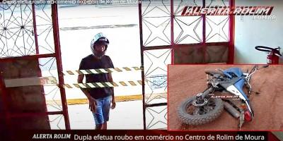 Vídeo - Dupla efetua roubo em comércio no Centro de Rolim de Moura; PM apreendeu no Cidade Alta a moto usada no crime