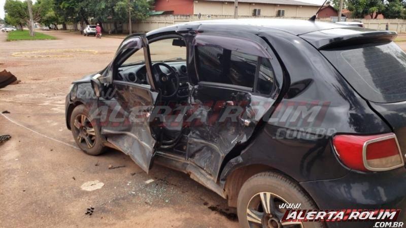 Violenta colisão entre dois veículos é registrada no Bairro Planalto em Rolim de Moura