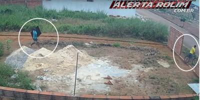 Dupla é flagrada por imagens de câmera de segurança enquanto furtavam TV no Jequitibá em Rolim de Moura - Assista
