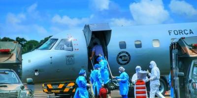 16 pacientes com Covid-19 são transferidos de RO para o RJ