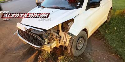 Motorista de carro avança preferencial, ocasiona acidente e foge do local, em Rolim de Moura