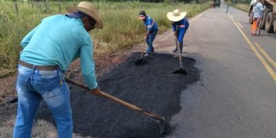 DER executa recuperação e manutenção de 40 quilômetros da RO-010 ; trecho liga distrito de Nova Estrela a Pimenta Bueno
