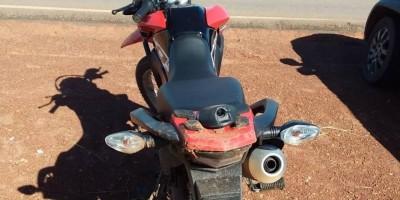Ladrão rouba Bros no loteamento Buritis, é perseguido, sofre queda e abandona a moto próximo ao aeroporto de Rolim de Moura