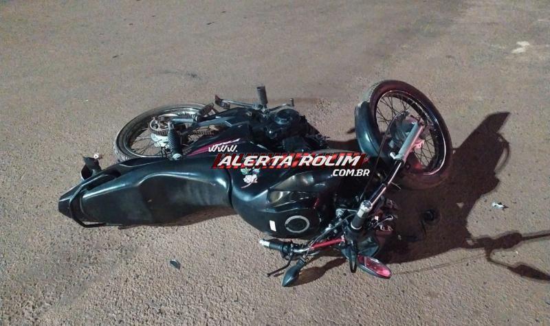 Motociclista é socorrido pelos bombeiros após acidente com carro na área central de Rolim de Moura