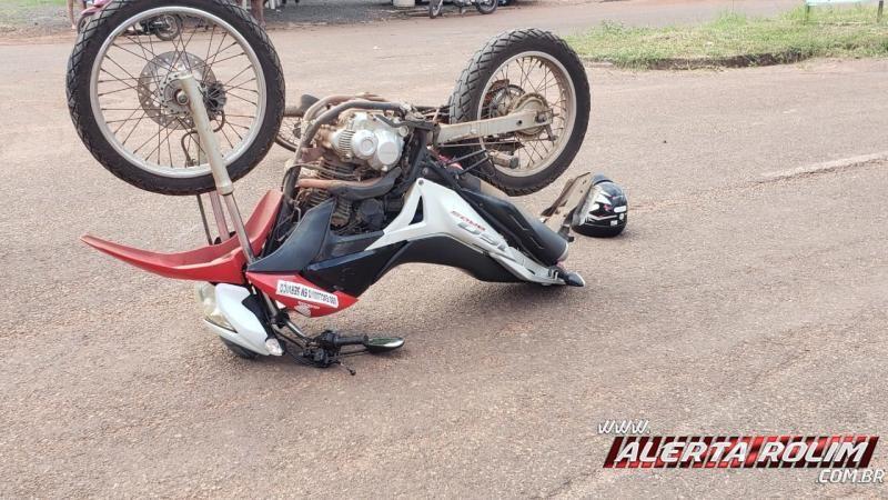 Dois ficam feridos após colisão entre motos no Bairro Industrial em Rolim de Moura