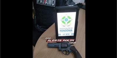 Dois suspeitos foram presos pela equipe do PATAMO da PM em Rolim de Moura com arma de fogo