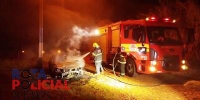 Marginais agridem vítimas, roubam R$ 70 mil e queimam veículo em Colorado