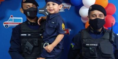 Menino realiza pequeno sonho de comemorar aniversário ao lado da Polícia Militar em Rolim de Moura