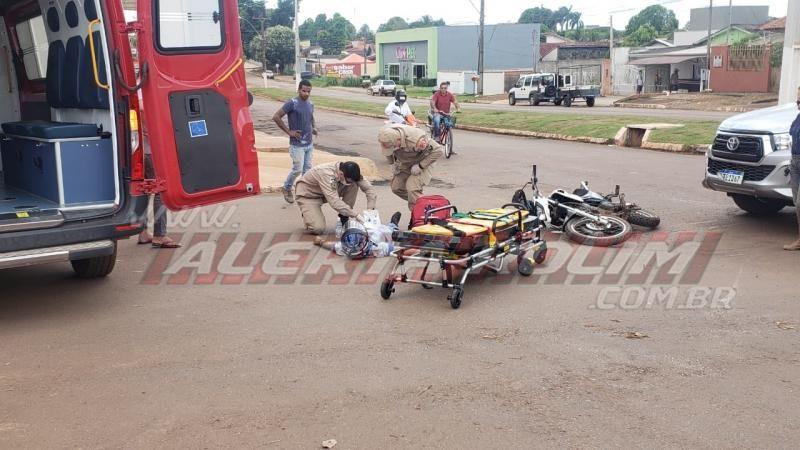 Motociclista fratura o pé após ser atingido por caminhonete na esquina da UPA em Rolim de Moura