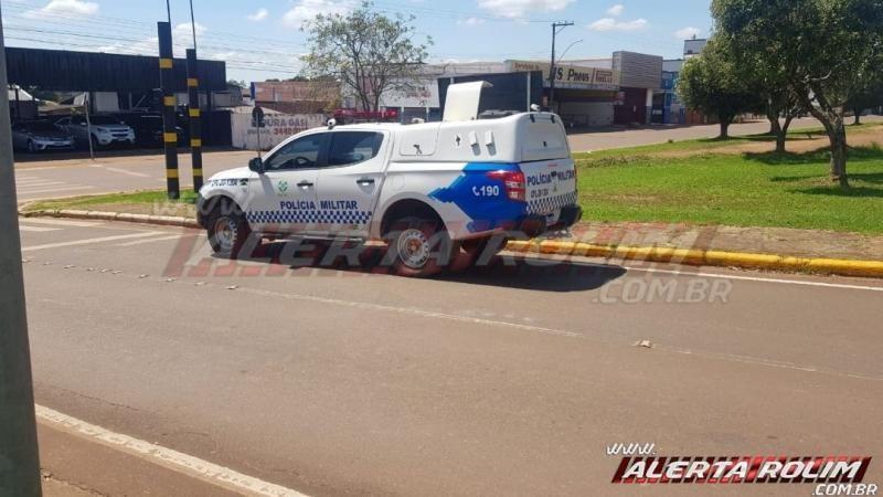 Motociclista fratura tornozelo após envolver-se em acidente no semáforo da região central de Rolim de Moura