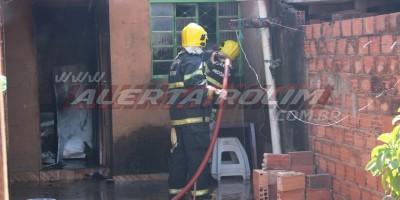 Incêndio atinge residência enquanto irmãs preparavam o almoço em Rolim de Moura