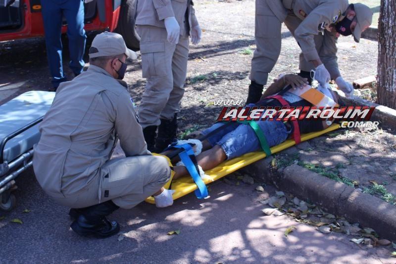 Motociclista fratura braço após ser atingido por carro em Rolim de Moura