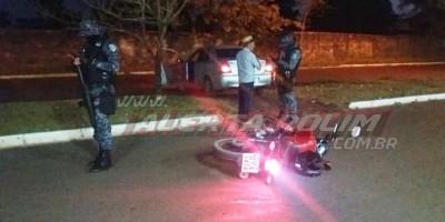 Acidente de trânsito envolvendo carro e moto nesta noite de segunda-feira resultou em uma pessoa ferida Rolim de Moura