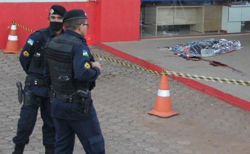 Homem é assassinado na calçada de comércio em Ouro Preto do Oeste; autor está preso